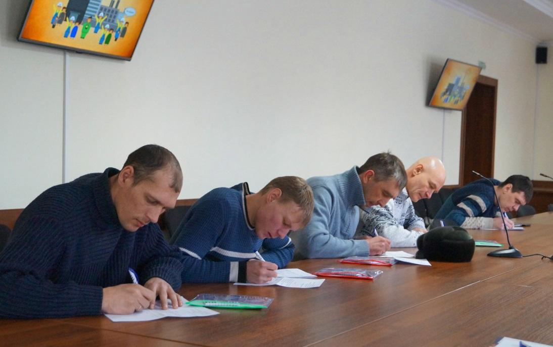 Работники «СПК–Чимолаи» пишут заявления о вступлении в ГМПР