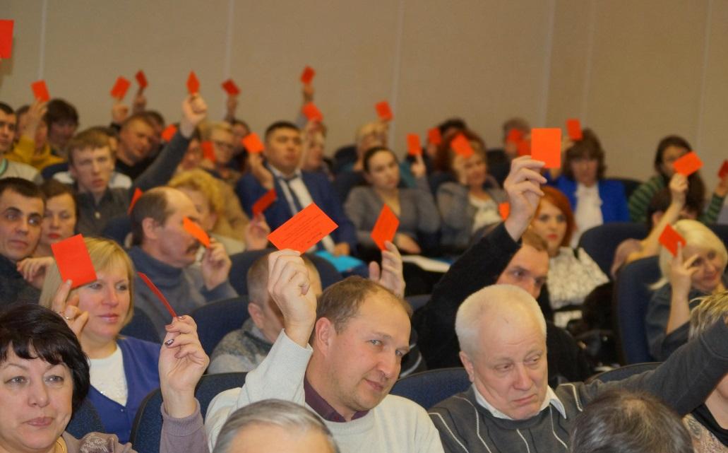 Делегаты конференции голосуют за избрание нового председателя первички