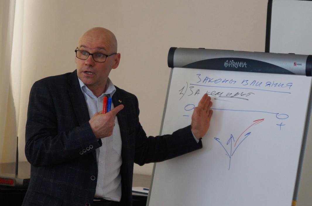 Опытом и знаниями делился тренер-психолог Александр Иванов