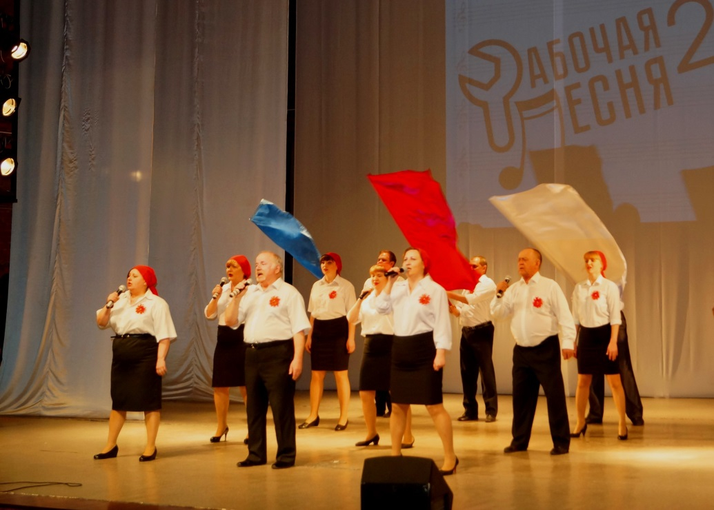 Участники пели о человеке труда, профсоюзе, рабочих профессиях и родном крае