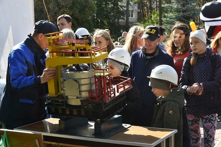Челябинским школьникам рассказали о профессии металлурга