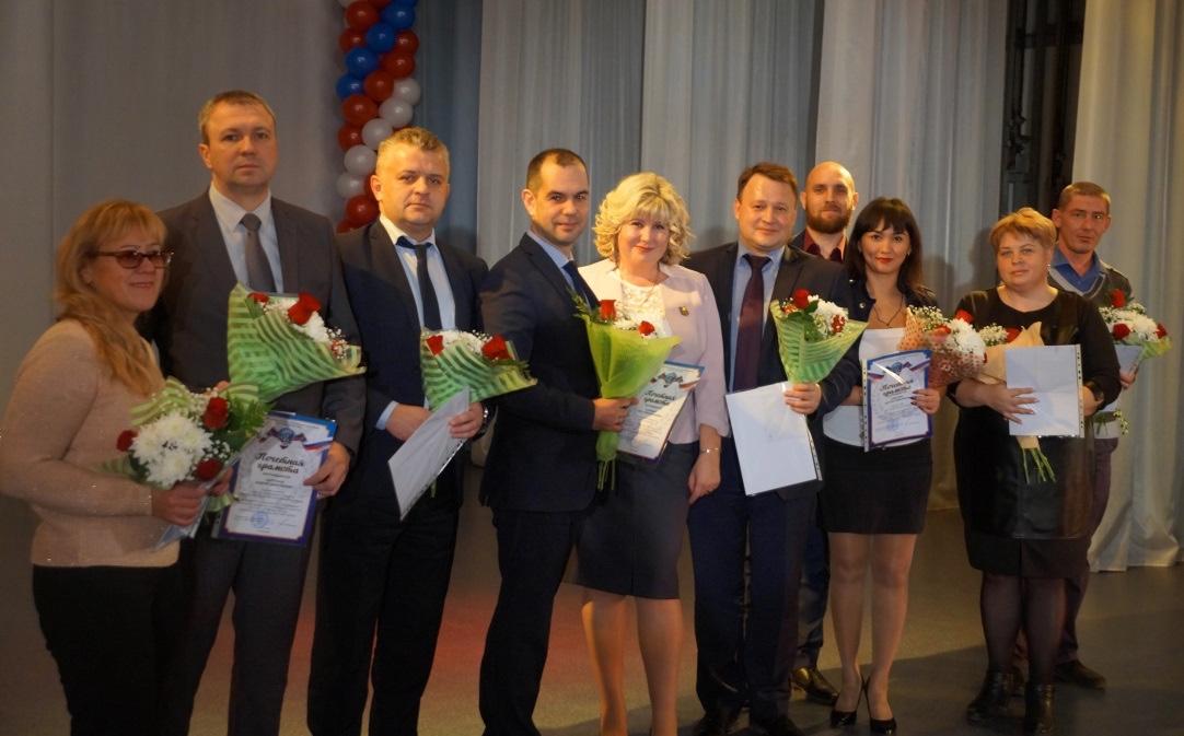 С наградами – активные члены ГМПР, представители руководства ММК-МЕТИЗ