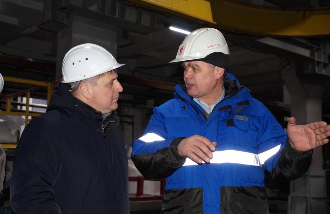 Председатель первички Учалинского ГОКа Амур Зайнуллин, предцехком «КЭЦ» Владимир Архипов