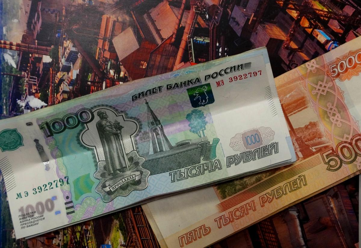 Россияне недовольны зарплатой и больше экономят