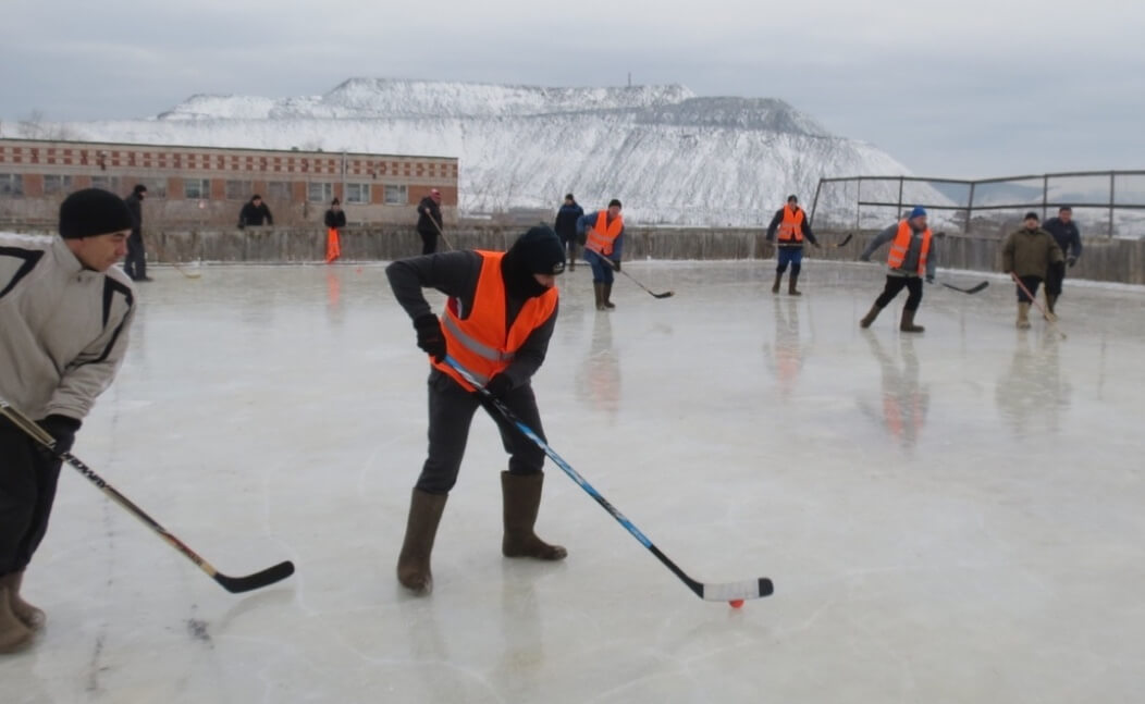 На хоккейной площадке встретились 10 команд – работники цехов и подразделений СЧПЗ