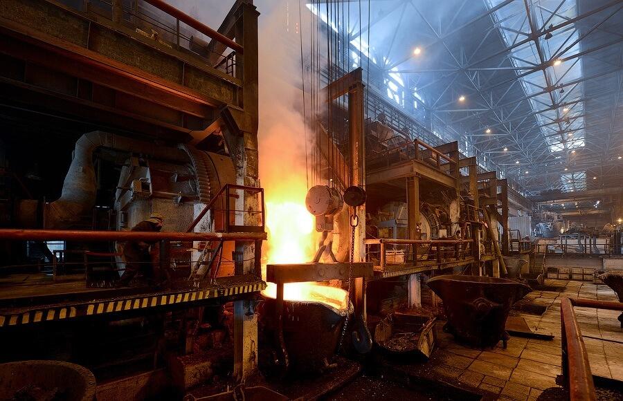 Снижение общего количества травм на производстве происходит на фоне снижения числа работающих в металлургической и горнодобывающей отраслях
