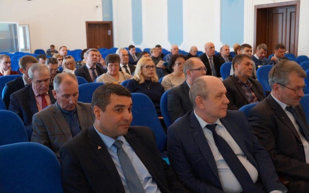 Участниками пленума стали профлидеры предприятий ГМК области, члены обкома ГМПР