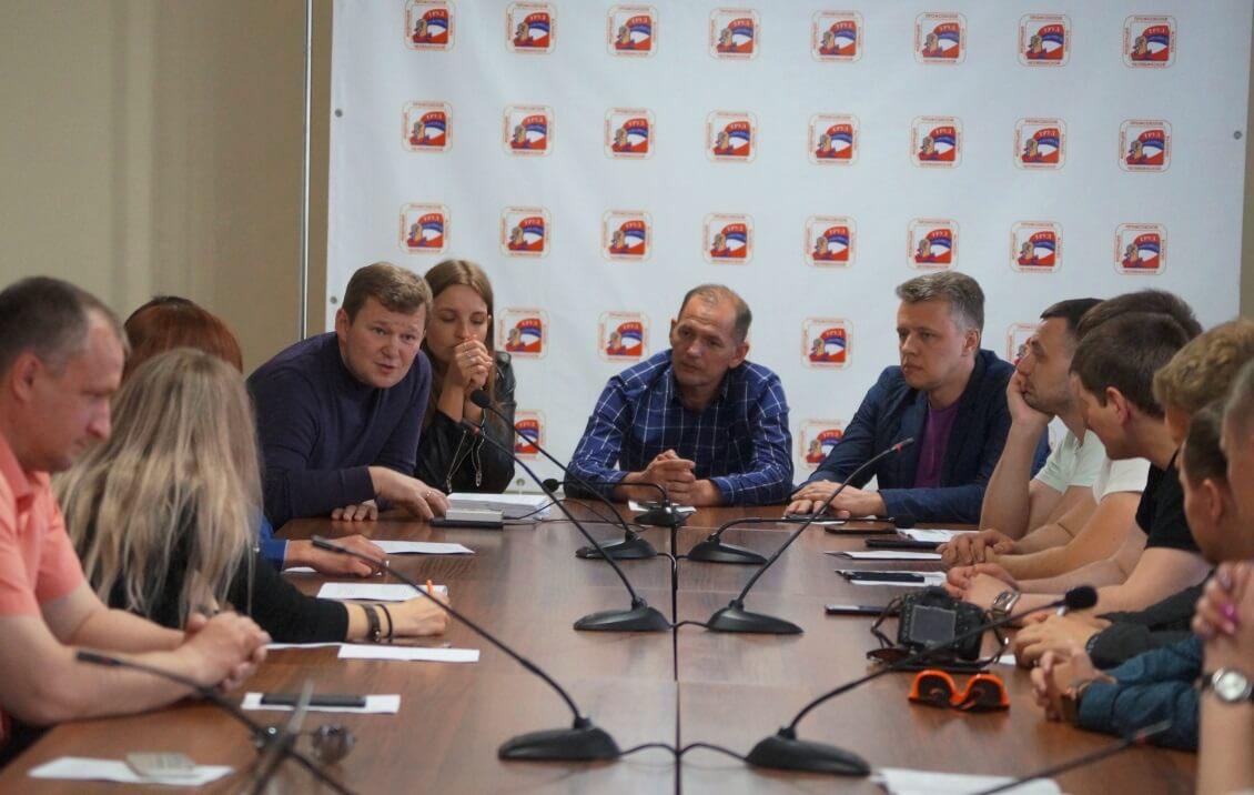 На дискуссионном клубе поддержали работников ЧЭМК