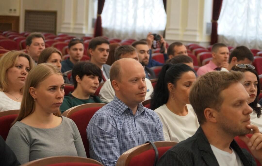 В большом зале областного Законодательного собрания