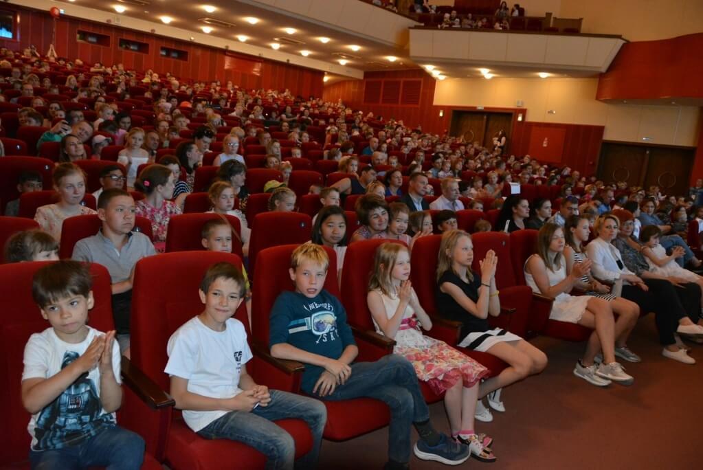 Праздник в ДКМ им. С. Орджоникидзе собрал сотни малышей