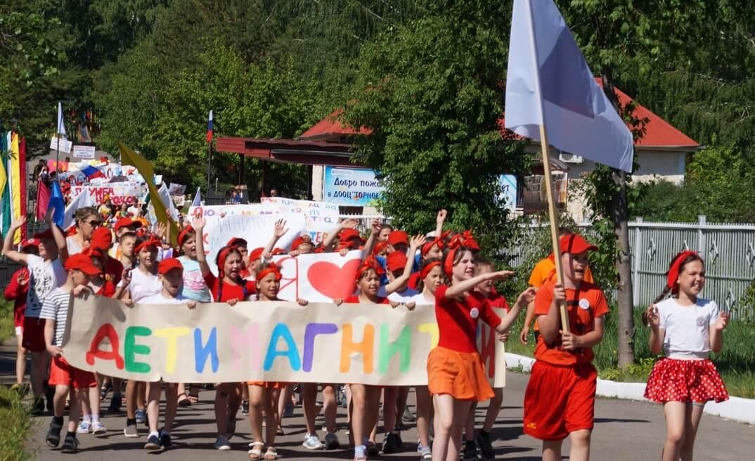 Праздничное шествие в День России