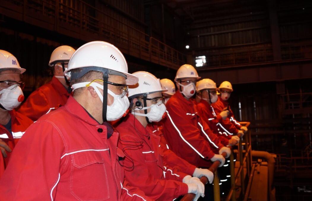 Работники «СПК-Чимолаи» в доменном цехе ММК