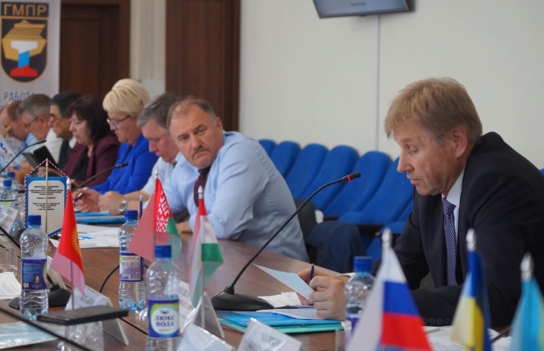 Выступает Владимир Коляга, зам председателя профсоюза «Белпрофмаш», Белоруссия