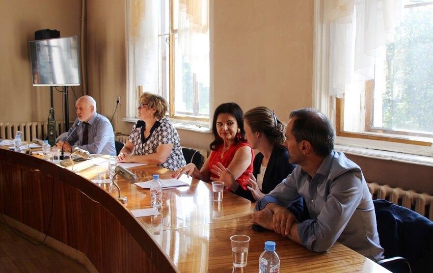 Защита работающей женщины – центральная тема форума