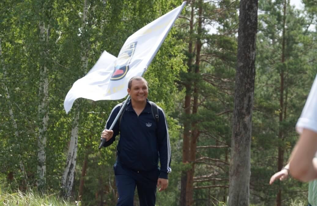Флаги взяли вместе с древками – так металлургов видели все издалека
