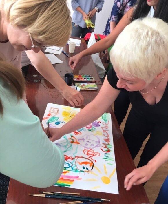 Сеанс арт-терапии: коллективная формула детского счастья