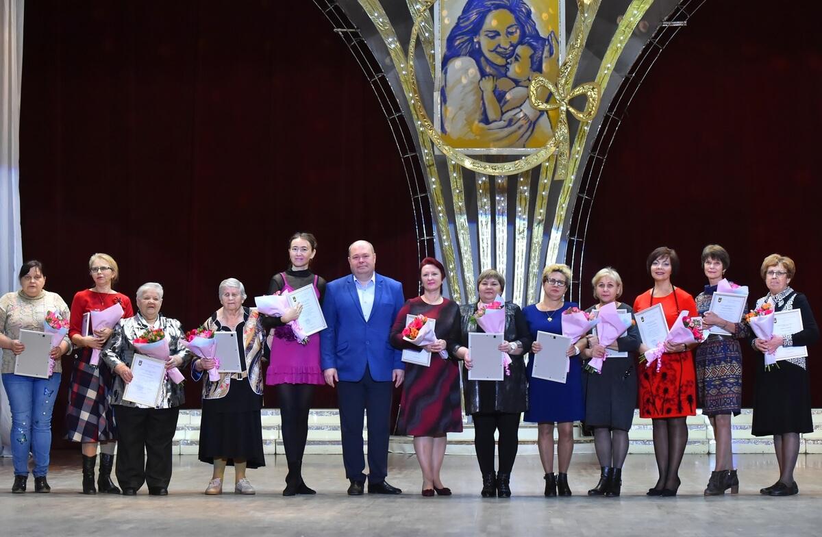 В Челябинске чествовали мам-металлургов