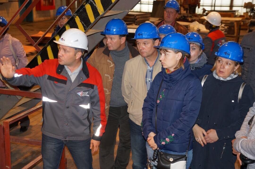 Промышленный профсоюзный туризм. Работники Челябинского цинкового завода на КМЭЗ
