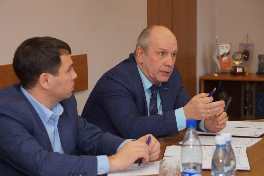 Зам председателя ППО Группы ММК Юрий Демчук (справа), председатель ППО комбината «Магнезит» Алексей Сабуров