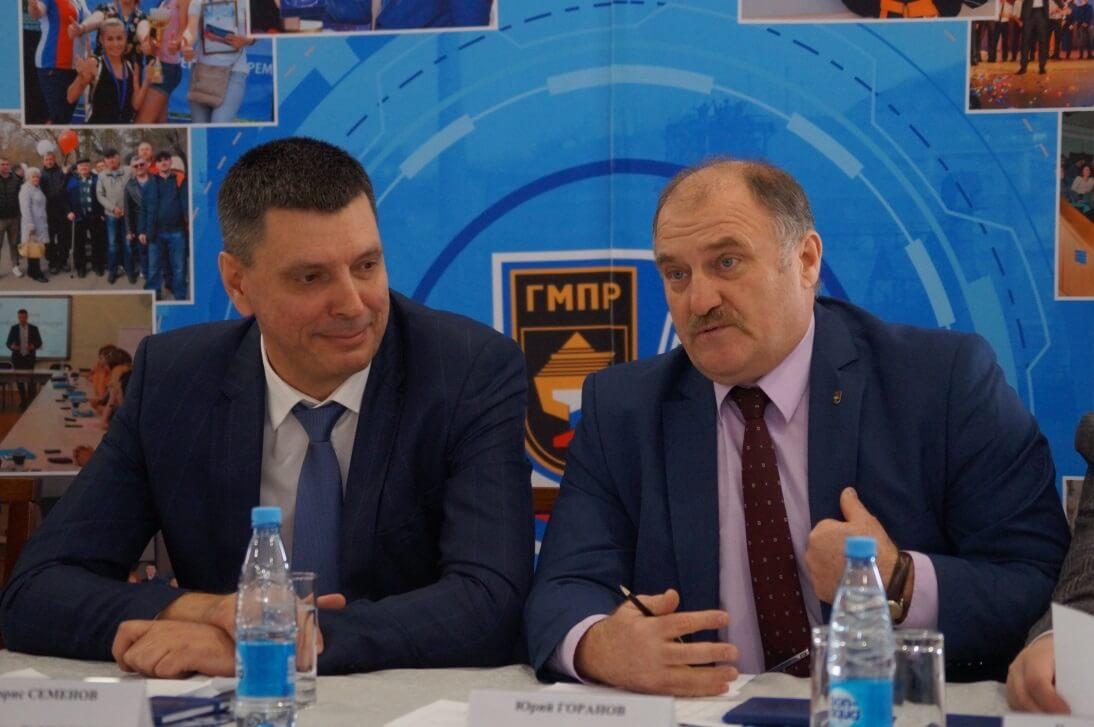 Борис Семенов (председатель ППО Группы ММК, слева), Юрий Горанов (председатель Челябинской областной организации ГМПР)
