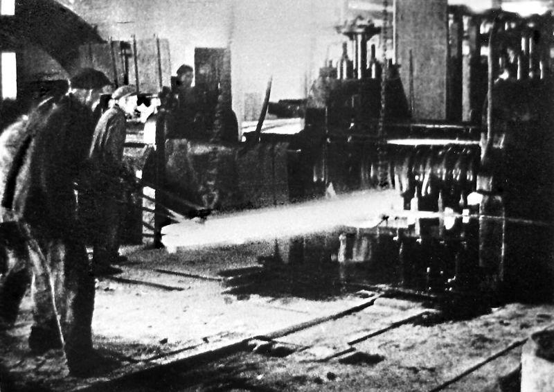 Прокатный цех №1 ЧМК в работе. 1943 г.