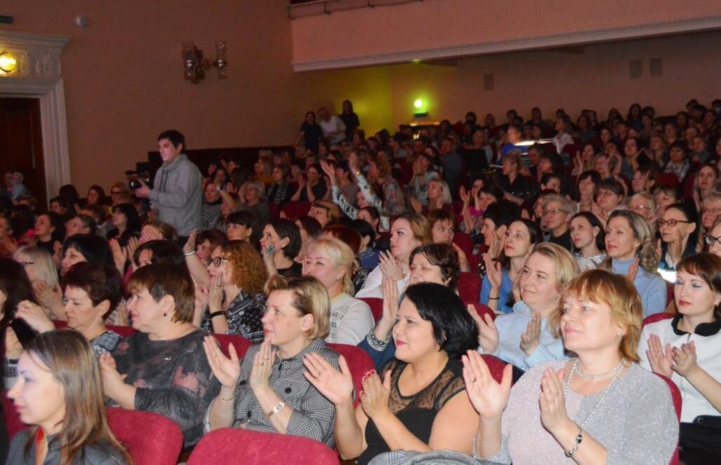 Гала-концерт от финалистов конкурса стал отличным подарком всем заводчанкам к 8 марта