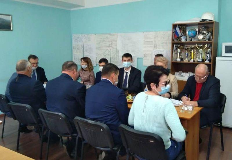 Участники встречи – представители областного Минпрома, службы занятости, профсоюзов