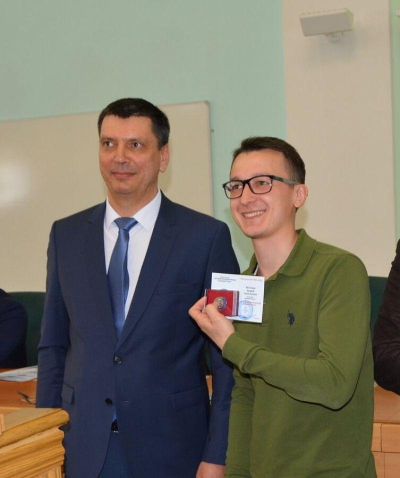 Председатель ППО Группы ММК Борис Семенов, лучший уполномоченный по охране труда Андрей Нестеров
